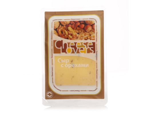 Сыр с орехами 50% в нарезке ТМ Cheese Lovers (Чиз Лаверз)